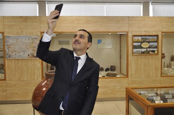 vali-oksuz,-'muzede-selfie-gunu'-etkinligine-katildi-(37).jpg